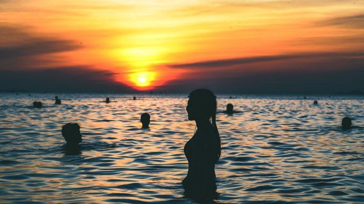 backlit-beach-clouds-681617